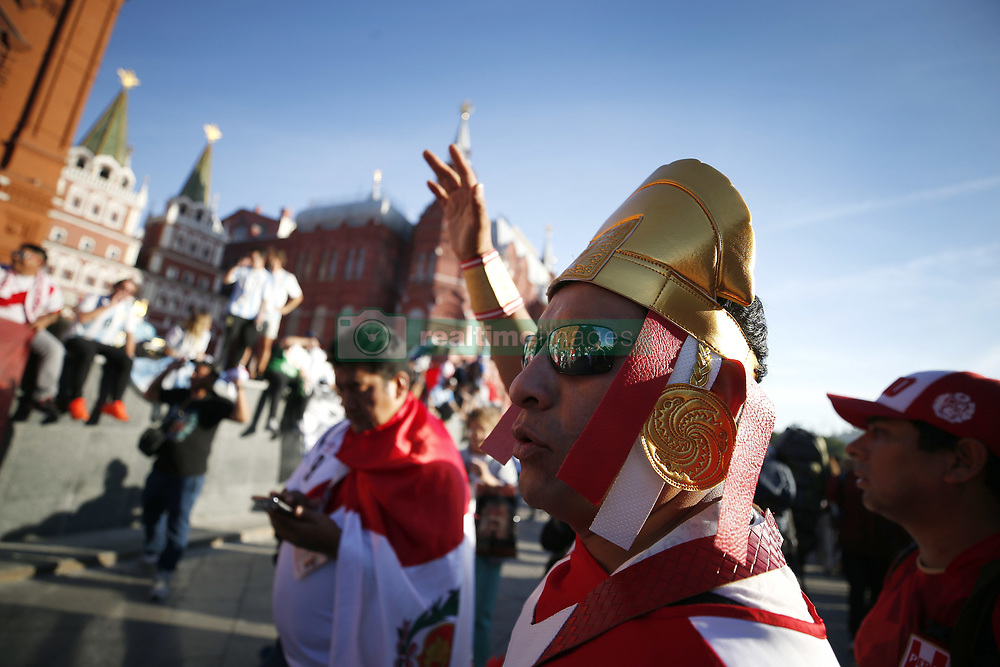 June 15, 2018 - Moscou, Rússia - MOSCOU, MO - 15.06.2018: GENERAL PICTURES MOSCOW 2018 - Peruvian fans celebrate in the red square in Moscow on the eve of the match between Argentina and Iceland valid for the first round of group D. (Credit Image: © Rodolfo Buhrer/Fotoarena via ZUMA Press)