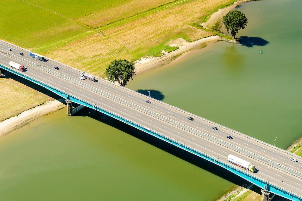 Nederland, Utrecht, Utrecht, 23-08-2016; Lekbrug in A27 over De Lek, brug Hagestein;<br /> Lekbridge A27, river Lek bridge Hagestein<br /> aerial photo (additional fee required);<br /> copyright foto/photo Siebe Swart