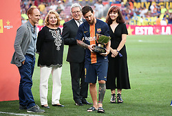 August 15, 2018 - Barcelona, Spain - Leo Messi with the champion trophy of  the Joan Gamper trophy, played at the Camp Nou, on 15th August, 2018, in Barcelona, Spain. (Credit Image: © Joan Valls/NurPhoto via ZUMA Press)