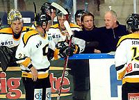Hockey UPC-ligaen 22.09.05 Trondheim - Stavanger Oilers <br /> Gunnar Johansson tok ut målvakt Bengt Höglund - timeout  2 min. før slutt<br /> Foto: Carl-Erik Eriksson, Digitalsport