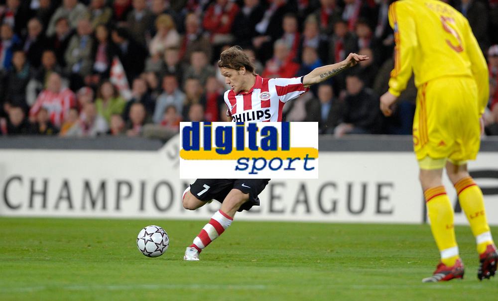 Photo: RIchard Lane.<br />PSV Eindhoven v Liverpool. UEFA Champions League, Quarter Final, 1st Leg. 03/04/2007. <br />PSV's Mika Vayrynen shoots.