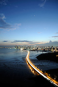 Corredor Sur y Ciudad de Panamá / Panamá.<br /> <br /> Edición de 3 | Víctor Santamaría.