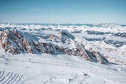 THEMENBILD - die Pisten und Loipen am Kitzsteinhorn Gletscher und die atemberaubende verschneite Bergwelt bei Sonnenschein und wolkenlosen, blauen Himmel, aufgenommen am 10. November 2019, Kaprun, Österreich // the slopes and cross-country ski runs at the Kitzsteinhorn Glacier and the breathtaking snow-covered mountain world in sunshine and cloudless blue skies on 2019/11/10, Kaprun, Austria. EXPA Pictures © 2019, PhotoCredit: EXPA/ Stefanie Oberhauser