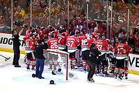 BILDET INNGÅR IKKE I FASTAVTALER<br /> <br /> Ishockey<br /> NHL<br /> Foto: imago/Digitalsport<br /> NORWAY ONLY<br /> <br /> 15 June 2015: The Chicago Blackhawks celebrate their Stanley Cup victory in game 6 of the NHL Eishockey Herren USA Stanley Cup Final, at the United Center, Chicago, Il. Chicago wins the Stanley Cup by defeating Tampa, 2-0. NHL: JUN 15 Stanley Cup Final - Game 6 - Lightning at Blackhawks