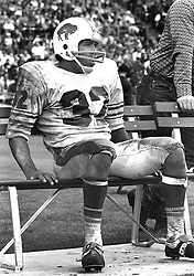 Buffalo Bills O,J,Simpson resting on the bench..(1972<br />photo/Ron Riesterer)