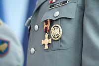 06 JUL 2009, BERLIN/GERMANY:<br /> Ehrenkreuz der Bundeswehr fuer Tapferkeit neben dem Leistungsabzeichen der Bundeswehr in Gold an der Ausgehuniform<br /> IMAGE: 20090706-01-038<br /> KEYWORDS: Orden