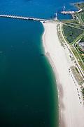 Nederland, Zeeland, Noord-Beveland, 12-06-2009; Damaanzet van de Stormvloedkering ter hoogte van de Onrustpolder op Noord-Beveland, links het water van sluitgat Roompot (Noordzee linksonder). Op het strand badgasten en strandhuisjes. Het strand heeft vers zand: in het kader van de verbetering van de veiligheid van de kust heeft er in 2008 zandsuppletie plaats gevonden. .Swart collectie, luchtfoto (25 procent toeslag); Swart Collection, aerial photo (additional fee required).foto Siebe Swart / photo Siebe Swart
