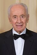 Officiële foto voorafgaand aan het banket in paleis Noordeinde, op de laatste dag van het driedaags officieel bezoek van Peres aan Nederland.<br /> <br /> Official photo prior to the banquet at Noordeinde Palace, on the last day of the three-day official visit to the Netherlands Peres.<br /> <br /> Op de foto / On the Photo: <br /> <br /> <br />  Israelische president Shimon Peres / the Israeli President Shimon Peres