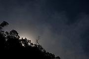 Moeda_MG, Brasil...Fogo em vegetacao na Serra da Moeda na beira da rodovia BR 040, Minas Gerais...Fire in vegetation in Serra da Moeda near the highway BR 040, Minas Gerais...Foto: BRUNO MAGALHAES / NITRO