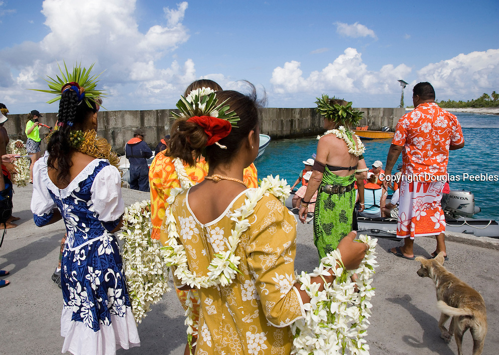 Welcome ceremony, Polynesian dancer, Takapoto, Tuamotu Islands, French Polynesia<br />