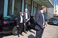 DEU, Deutschland, Germany, Berlin, 28.04.2021: Bundesinnenminister Horst Seehofer (CSU) kommt mit einem Dienstwagen bei der Bundespressekonferenz an.