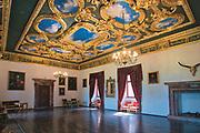 Snycerski, złocony strop (przeniesiony z zamku w śląskim Książu) w dawnej Izbie Stołowej.