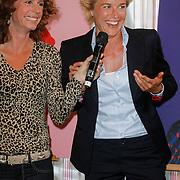 NLD/Ridderkerk/20120911 - Presentatie magazine Helden, Barbara Barend met  Daphne Koster