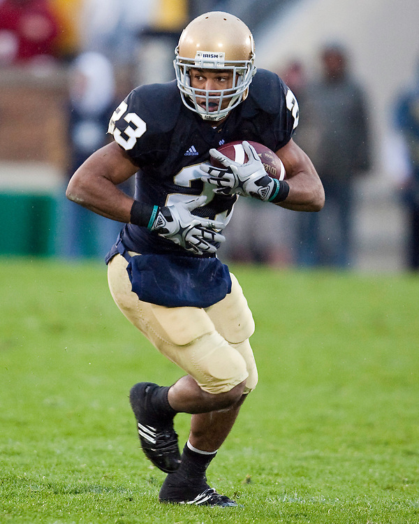 October 3, 2009:  Notre Dame Receiver Golden Tate  in action during the NCAA Football game between the Notre Dame Fighting Irish and the Washington Huskies at Notre Dame Stadium in South Bend, IN.  Notre Dame defeated the Washington 37-30 in OT....