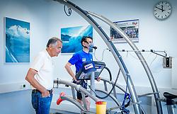 02.05.2016, Bezirkskrankenhaus, St. Johann i.T., AUT, OeSV, Skisprung, Sportmedizinische Untersuchung, im Bild v.l.: UNIV. DOZ. DR. Peter Baumgartl und Stefan Kraft (AUT) // f.l.: UNIV. DOZ. DR. Peter Baumgartl and Stefan Kraft of Austria during the medical examination of the Austrian Skijumping Team at the Sports Medicine Institute, St. Johann i.T. on 2016/05/02. EXPA Pictures © 2016, PhotoCredit: EXPA/ JFK