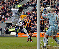 Photo: Jed Wee/Sportsbeat Images.<br /> Hull City v Norwich City. Coca Cola Championship. 06/04/2007.<br /> <br /> Norwich's Dickson Etuhu (L) scores the winning goal.