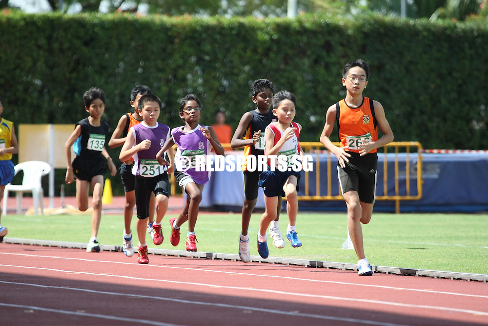 Bishan Stadium, Tuesday, April 30, 2013 — Reuben Lee of Temasek Primary won the C boys' 600 metres gold in a new record time of 1 minute 44.47 seconds at the 54th National Primary Track and Field Championships.<br /> <br /> Story: http://www.redsports.sg/2013/05/06/pri-c-div-600m-boys-reuben-lee-temasek-primary/