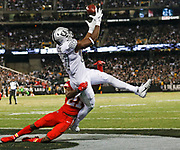 Oakland Raiders tight end Jared Cook catches a touchdown pass vs the Chiefs.