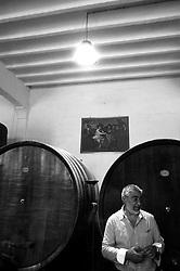 Galatina - Cantine Aperte 2010 - Azienda Agricola Valle dell'Asso - Viene illustato il funzionamento della catena produttiva del vino.