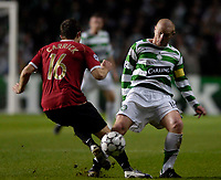 Photo: Jed Wee.<br /> Glasgow Celtic v Manchester United. UEFA Champions League, Group F. 21/11/2006.<br /> <br /> Celtic's Neil Lennon (R) stands his ground against Manchester United's Michael Carrick.