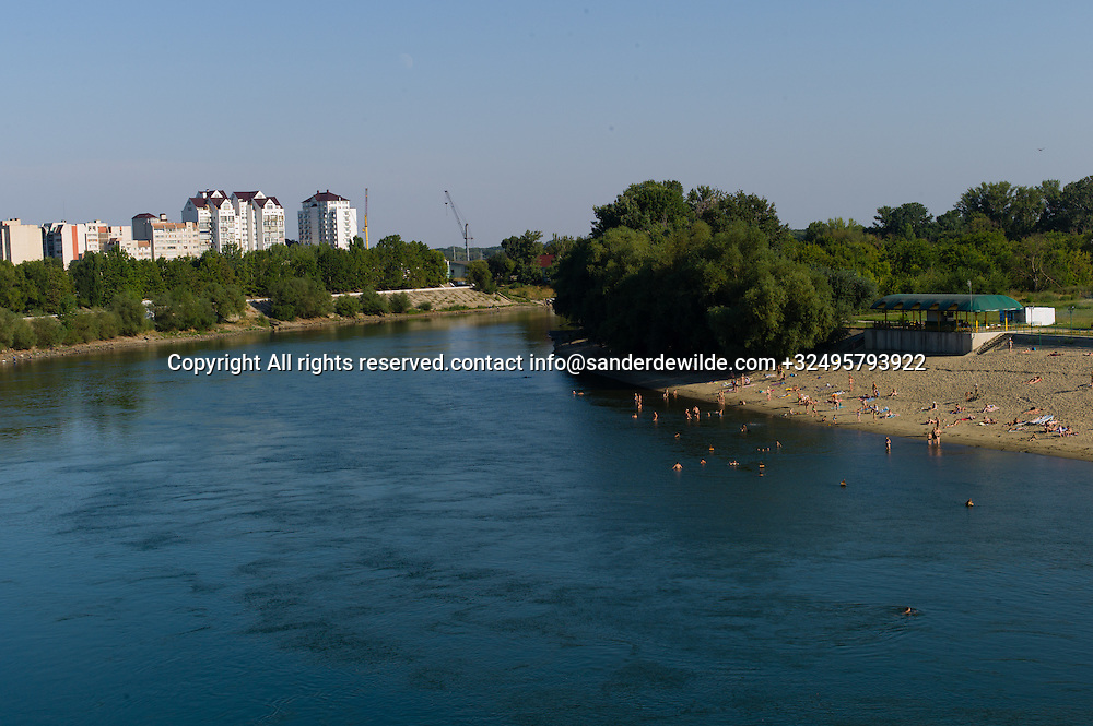 20150825  Moldova, Transnistria, Tiraspol.People bathe in the Dnestr river or relax on the beach in Tiraspol, one of the few places where Transnistrie occupies both sides of the river.