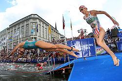 TRIATHLON: ITU World Championship, Frauen, Hamburg, 18.07.2010<br />Illustration, Schwimmen, Laura Bennett (USA)<br />© pixathlon