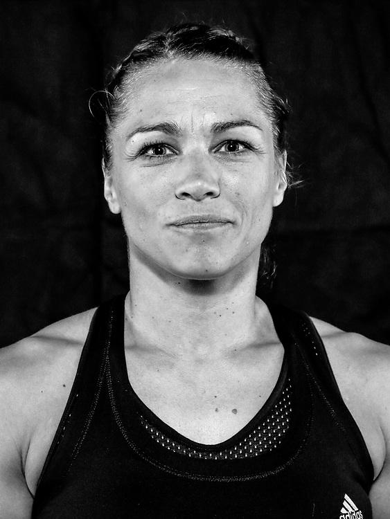 BOXEN / MMA: Studio, Portrait of a Boxer, Bremen, 12.05.2018<br /> Sabrina Reinert<br /> © Torsten Helmke