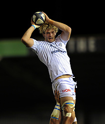 Richie Gray of Castres Olympique wins lineout ball - Photo mandatory by-line: Patrick Khachfe/JMP - Mobile: 07966 386802 17/10/2014 - SPORT - RUGBY UNION - London - Twickenham Stoop - Harlequins v Castres Olympique - European Rugby Champions Cup