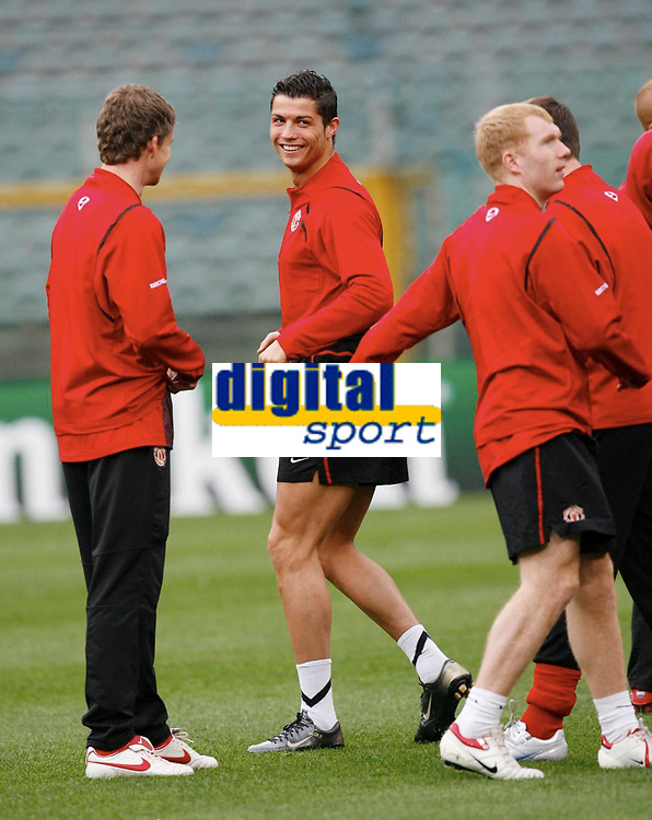 Photo: AF Wrofoto/Sportsbeat Images.<br />Manchester United training session. UEFA Champions League. 03/04/2007.<br />Cristiano Ronaldo chats to Ole Gunnar Solskjaer during training.