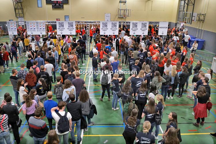 Nederland, Nijmegen, 18-8-2019 Inschrijving, aanmelding eerstejaars studenten voor het nieuwe studiejaar en de introductie aan de Radboud Universiteit, RU. In de komende week kunnen de studenten kennismaken met hun studiegenoten, sportverenigingen, studentenverenigingen en de stad. FOTO: FLIP FRANSSEN