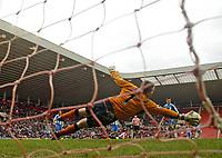 Photo: Andrew Unwin.<br />Sunderland v Wigan Athletic. The Barclays Premiership. 11/03/2006.<br />Wigan's goalkeeper, John Filan, is at full stretch to deny Sunderland.