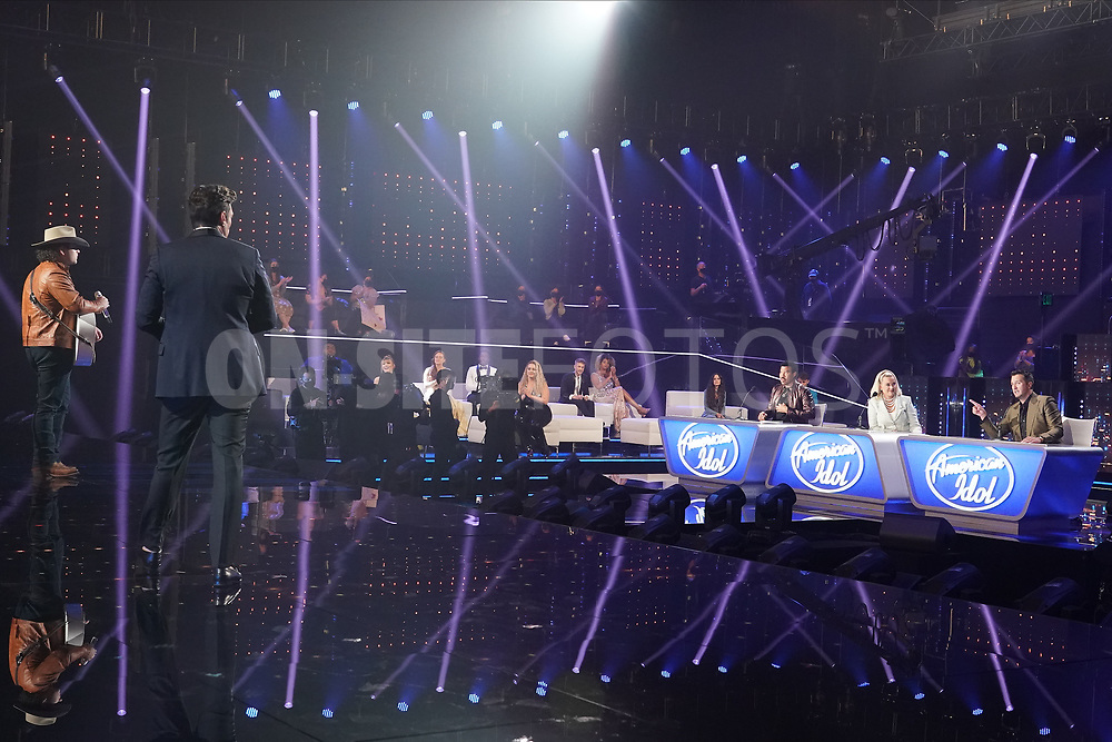 """AMERICAN IDOL – """"414 (Oscar Nominated Songs)"""" – The top 12 contestants perform Oscar®-nominated songs in hopes of securing America's vote into the top nine on an all-new episode of """"American Idol,"""" airing live coast-to-coast on SUNDAY, APRIL 18 (8:00-10:00 p.m. EDT), on ABC. (ABC/Eric McCandless)<br /> CALEB KENNEDY, LIONEL RICHIE, KATY PERRY, LUKE BRYAN"""