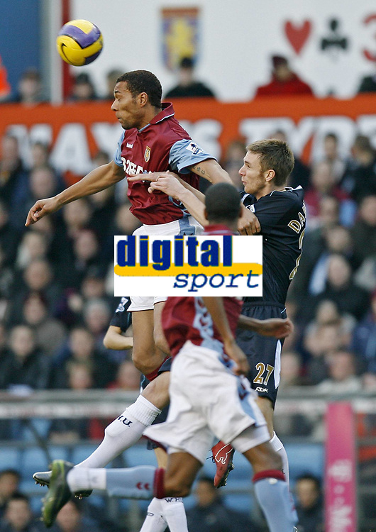 Fotball<br /> Aston Villa v West Ham 1-0<br /> 03.02.2007<br /> Foto: imago/Digitalsport<br /> NORWAY ONLY<br /> <br /> John Carew ble matchvinner <br /> <br /> John Carew (Aston Villa, li.) gegen Calum Davenport (West Ham)