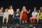 Nederland, Nijmegen, 13-1-2017 Lisa Westerveld, lokale kandidaat van Groenlinks voor de Tweede Kamer, voor een volle Vereeniging tijdens de verkiezings meetup van GroenLinks.Foto: Flip Franssen