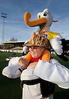 AMSTELVEEN - promo  WK Clubdag in het Wagener Stadion. Stockey, de mascotte voor het WK Hockey in Den Haag , gaat op reis. FOTO KOEN SUYK