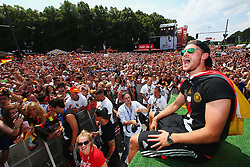 15.07.2014, Brandenburger Tor, Berlin, GER, FIFA WM, Empfang der Weltmeister in Deutschland, Finale, im Bild Benedikt Hoewedes (GER) sitzt auf der Tribuene // during Celebration of Team Germany for Champion of the FIFA Worldcup Brazil 2014 at the Brandenburger Tor in Berlin, Germany on 2014/07/15. EXPA Pictures © 2014, PhotoCredit: EXPA/ Eibner-Pressefoto/ Pool<br /> <br /> *****ATTENTION - OUT of GER*****