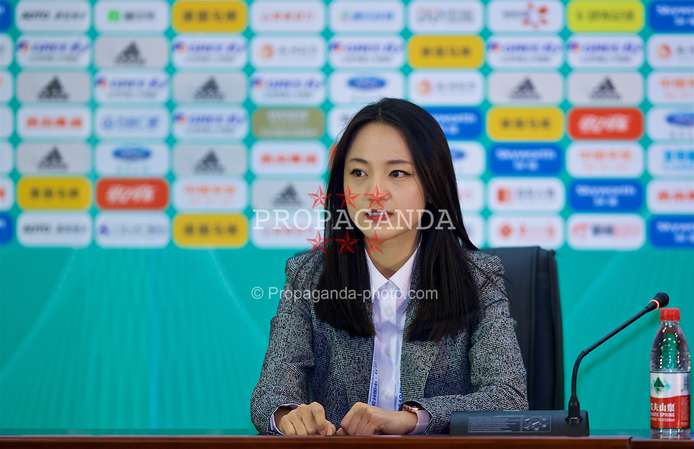 NANNING, CHINA - Sunday, March 25, 2018: China press offcier Yvonne Fan during a press conference at the Guangxi Sports Centre ahead of the 2018 Gree China Cup International Football Championship final match against Uruguay. (Pic by David Rawcliffe/Propaganda)