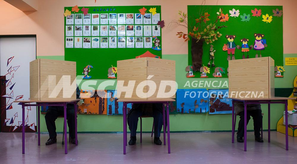 16.11.2014 Bialystok Glosowanie w Obwodowej Komisji Wyborczej nr 18 fot Michal Kosc / AGENCJA WSCHOD