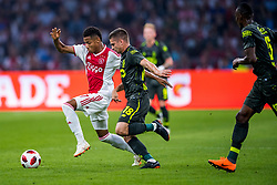 14-08-2018 NED: Champions League AFC Ajax - Standard de Liege, Amsterdam<br /> Third Qualifying Round,  3-0 victory Ajax during the UEFA Champions League match between Ajax v Standard Luik at the Johan Cruijff Arena / David Neres #7 of Ajax, Razvan Marin #18 of Standard Liege