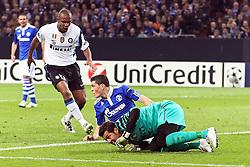 13.04.2011, Veltins Arena, Gelsenkirchen, GER, UEFA CL Viertelfinale, Rueckspiel, FC Schalke 04 (GER) vs Inter Mailand (ITA), im Bild: Nach einem Fpoul von Kyriakos Papadopoulos (Schalke #14) (M) gegen Julia Cesar (Torwart Mailand) (R) wird Papadopoulos von Maicon (Mailand #13) (L) angeschriehen  EXPA Pictures © 2011, PhotoCredit: EXPA/ nph/  Mueller       ****** out of GER / SWE / CRO  / BEL ******