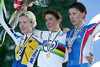 Sykkel <br /> VM 2003 Hamilton - Canada<br /> Foto: Digitalsport<br /> Norway Only<br /> <br /> CYCLING - WORLD CHAMPIONSHIPS 2003 - HAMILTON (CAN) - 08/10/2003 - PHOTO: NICO VEREECKEN<br /> WOMEN ELITES INDIVIDUAL TIME TRIAL - PODIUM - JUDITH ARNDT (GER) / SILVER MEDAL - JOANE SOMARRIBA ARROLA (ESP) / WINNER / GOLD MEDAL - ZOULFIA ZABIROVA (RUS) / BRONZE MEDAL