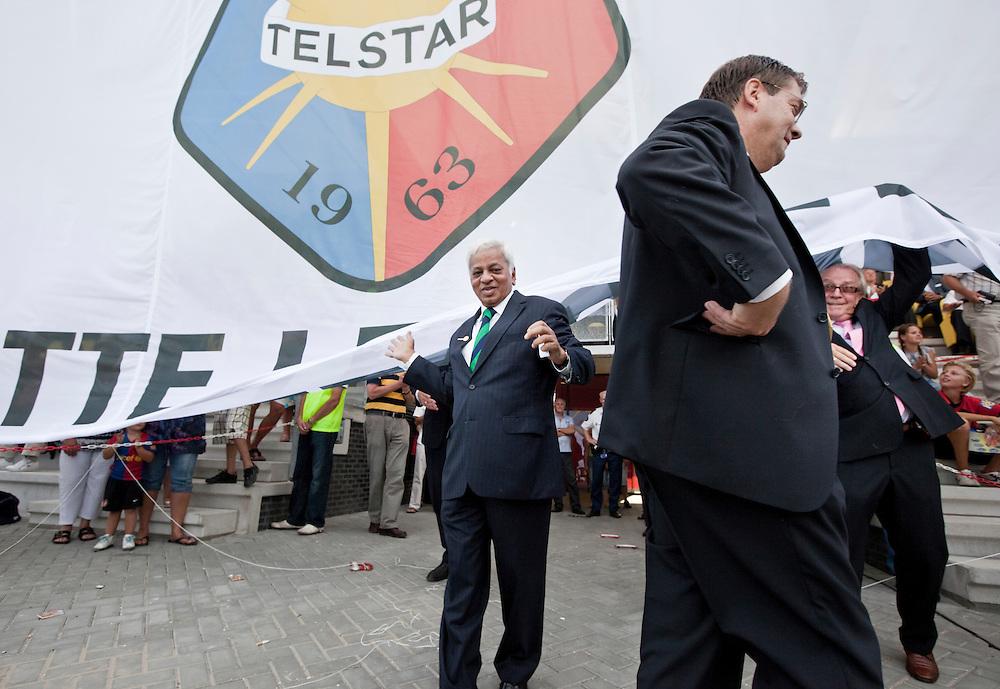 Nederland. Velsen-Zuid, 19  augustus 2009.<br />  TATA Steel Stadion, het gloednieuwe onderkomen van SC Telstar, de officiële opening wordt verricht door de heer Muthuraman, managing director van TATA Steel. B Muthuraman (full name Balasubramanian Muthuraman) is the Managing Director of Tata Steel, India's largest steel manufacturer.<br /> Foto Martijn Beekman