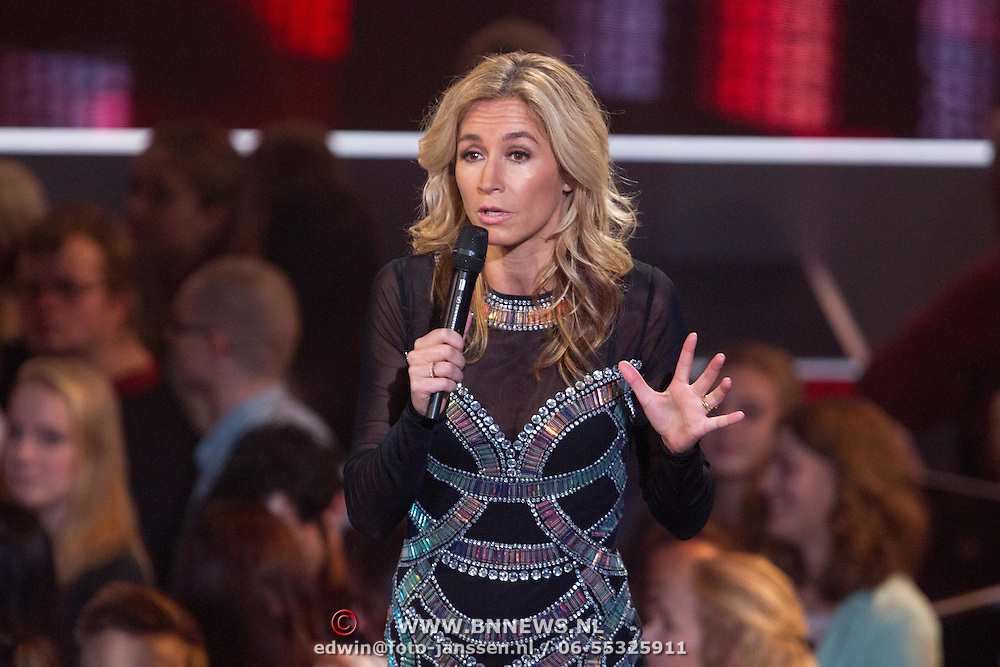 NLD/Hilversum/20151211 - 2e Liveshow The Voice of Holland, TVOH, Wendy van Dijk