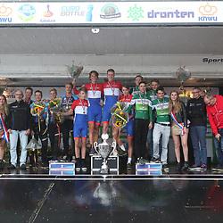 30-09-2017: Wielrennen: Nederlands kampioenschap clubteams: Dronten  <br />Podium B-Categorie UWTC De Volharding, zilver Monkytown, brons Ahoy