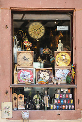 Window of a shop selling clocks and other tourist items in the 16th Century village of Riquewihr, Alsace, France<br /> <br /> (c) Andrew Wilson   Edinburgh Elite media
