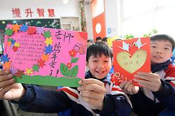November 22, 2018 - Handan, Handan, China - Handan, CHINA-Pupils send greeting cards to teachers at a primary school in Handan, north China's Hebei Province, marking Thanksgiving Day. (Credit Image: © SIPA Asia via ZUMA Wire)