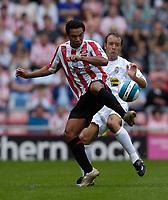 Photo: Jed Wee/Sportsbeat Images.<br /> Sunderland v Juventus. Pre Season Friendly. 04/08/2007.<br /> <br /> Sunderland's Kieran Richardson (L) controls the ball as Juventus' Alessandro Birindelli looks on.