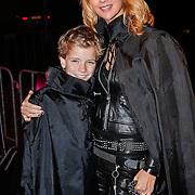 NLD/Utrecht/20101116 - Premiere Harry Potter,  Daphne Deckers en zoon Alec