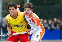 AERDENHOUT - 08-04-2012 -  Thierry Brinkman (r) met Josep Farres Palet, zondag tijdens de wedstrijd tussen Nederland Jongens A en Spanje Jongens A (4-1) , tijdens het Volvo 4-Nations Tournament op de velden van Rood-Wit in Aerdenhout. FOTO KOEN SUYK