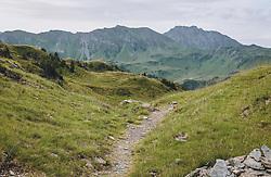 THEMENBILD - ein schmaler Wanderweg vor einem Bergkamm, aufgenommen am 13. August 2020, Saalbach Hinterglemm, Österreich // a narrow hiking trail in front of a mountain ridge on 2020/08/13, Saalbach Hinterglemm, Austria. EXPA Pictures © 2020, PhotoCredit: EXPA/ Stefanie Oberhauser